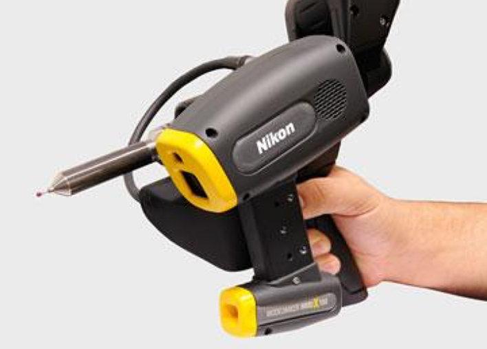 nikon-kasimittaus-handheld